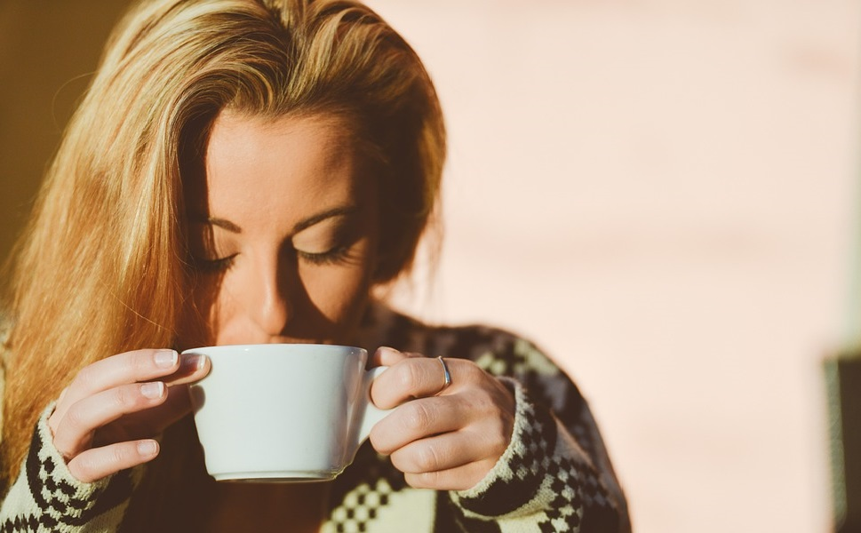 boiresoncafeenfaisantdubruitcestpourlesbarakis